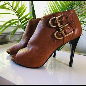 Sz 9 Michael Kors brown leather bootie gold buckle